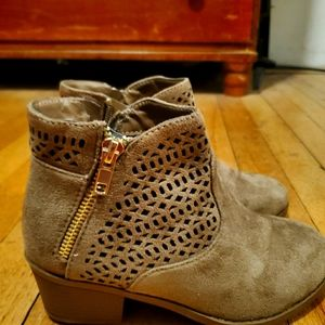 Boho brown ankle boots Size 5 Payless Shoes